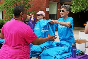 Volunteers hand out T-shirts and water bottles to participants in the Walk and 5K Run Through the Park benefiting Einstein Medical Center Montgomery's Cancer Survivorship Program May 30. Alexis Primavera ― For 21st Century Media